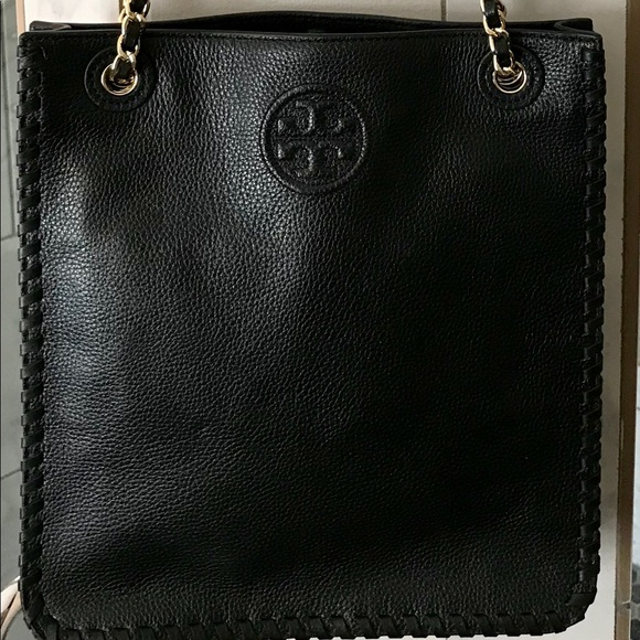 f30ed56fa77 Tory Burch Marion North-South shoulder bag. M 5ad6367e3afbbdc11a8defe9